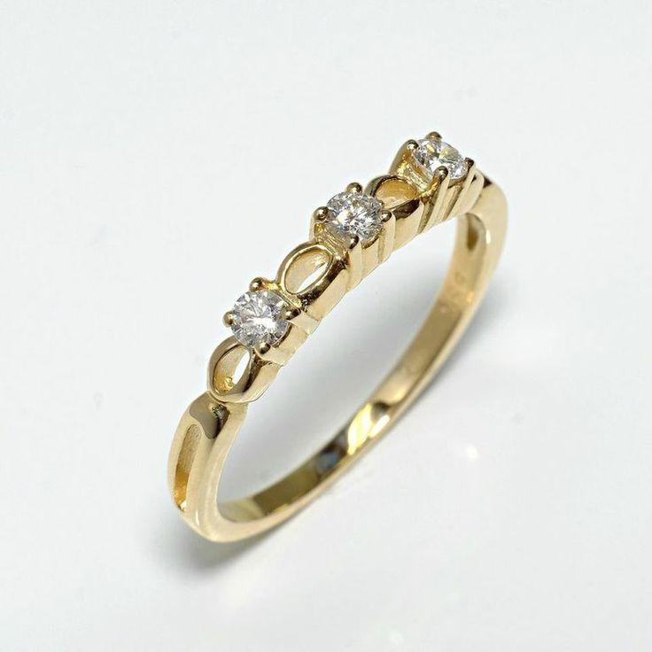Inel de logodna ATCOM Lux cu diamante ANNELISSE aur galben  Modelul poate fi executat si din aur alb de 14K  http://www.verigheteatcom.ro/inel-de-logodna-atcom-lux-cu-diamante-annelisse-aur-galben_1073.html