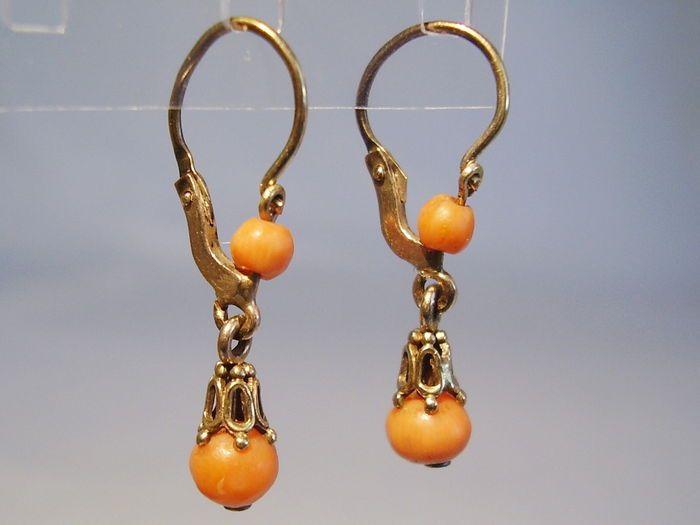 Online veilinghuis Catawiki: Gouden Biedermeier koraal oorbellen
