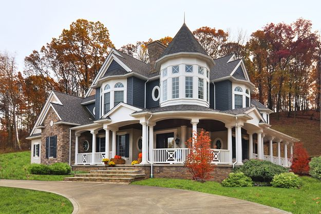 I would love to be in this house! Need to take a drive to this neighborhood this weekend to check it out.  Oh, honey....can we move?