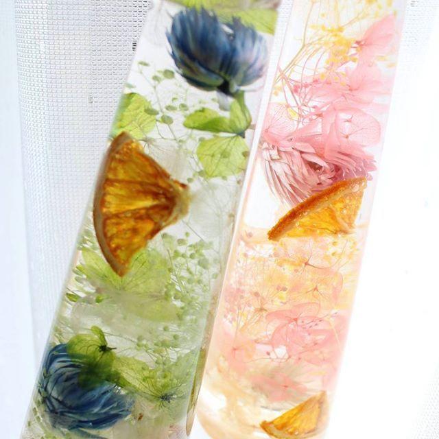 フレッシュなボトルイメージでサンプル作ってみました😄 オレンジやキウイ、苺やレモンなど、いろいろドライにしたり押したりと、昔やっていた事が役に立つなぁと思いながら作ってます😊 今日は新しい仲間の歓迎会です🌹 秋風気持ちのよい毎日、夜も楽しもうと思います😊✨ #advance #水恋花 #花で応援プロジェクト #花のチカラ會津の地から #ハーバリウム #ハーバリウム福島 #ハーバリウム会津 #ハーバリウムオイル #ハーバリウムショップ #ハーバリウム材料販売 #オイル販売 #ハーバリウム用品卸販売 #ハーバリウム完成品卸販売 #ドライフラワー #プリザーブドフラワー #ウェディング #ブライダル #プチギフト #インテリアフラワー #ハーバリウムレッスン