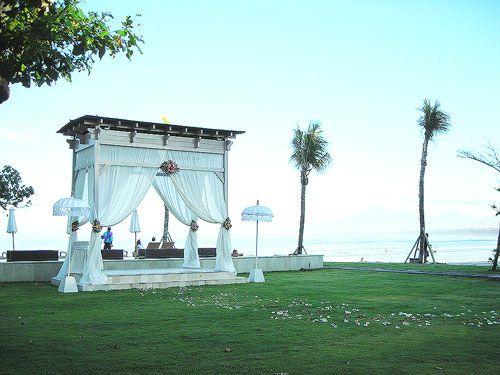 bali-garden-simple-western by Bali Holidays Wedding, via Flickr