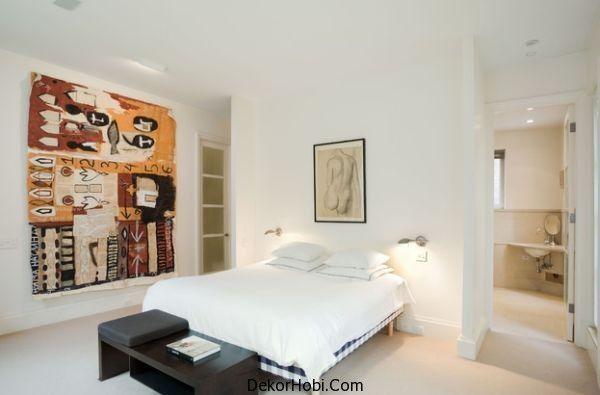 Low mounted sconces free up space for wall art Yatak Odası Aydınlatma Önerileri