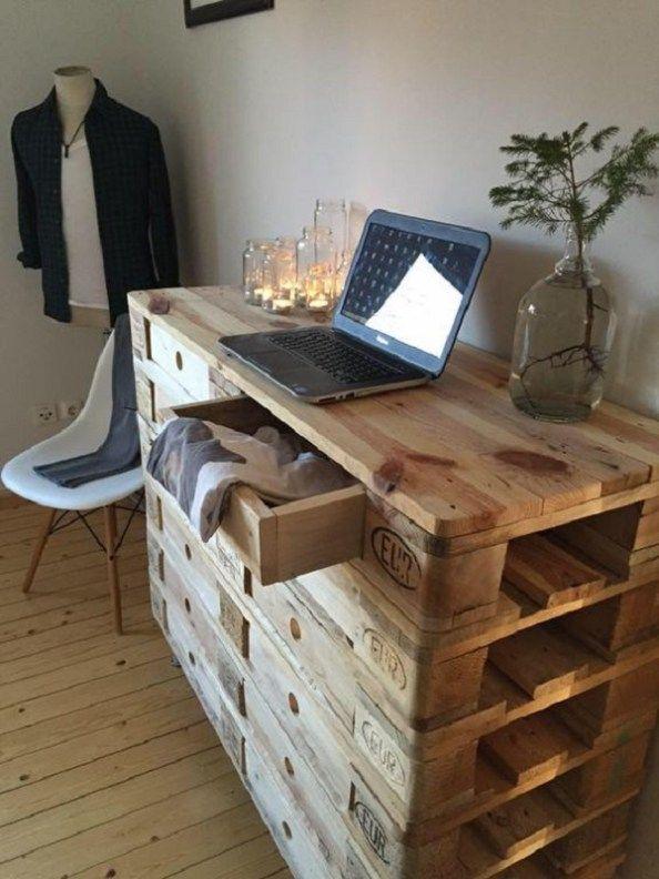 b4a76ced2 Sníval o novom nábytku – tak si ho postavil z paliet! Kreatívne nápady na  paletový nábytok do vašej domácnosti! | Báječné Ženy | palety | Muebles  hechos con ...