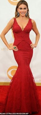 The 65th Emmy Awards held last night Sunday September 22nd at the Nokia Theatre in Downtown Los Angeles, California. Sofia Vergara, Tina Fey, Heidi Klum and Kerry Washington looked amazing on the red carpet. See more red carpet photos and full list of winners after the cut..Amy  Poehler and Julia