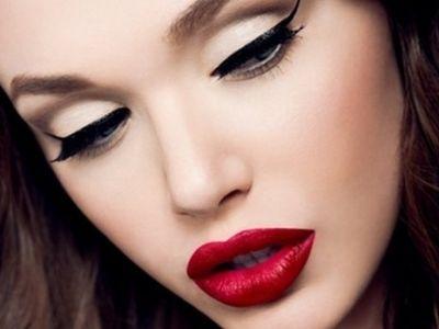 .: Red Lipsticks, Catey, Make Up, Eyeliner, Cat Eye, Makeup Looks, Pinup,  Lips Rouge, Pin Up