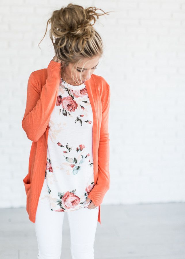 I love this look! Spring outfit ideas: Floral shirt, cardigan and white denim