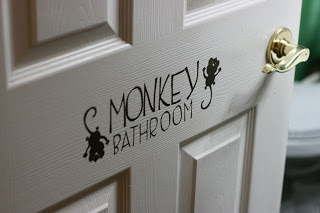 Sparklinbecks: Monkey Bathroom