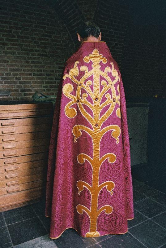 Cope  Dutch  Production: Sint-Paulusabdij, Oosterhout; Dom Hans van der Laan (?)  Date: c. 1930-1940