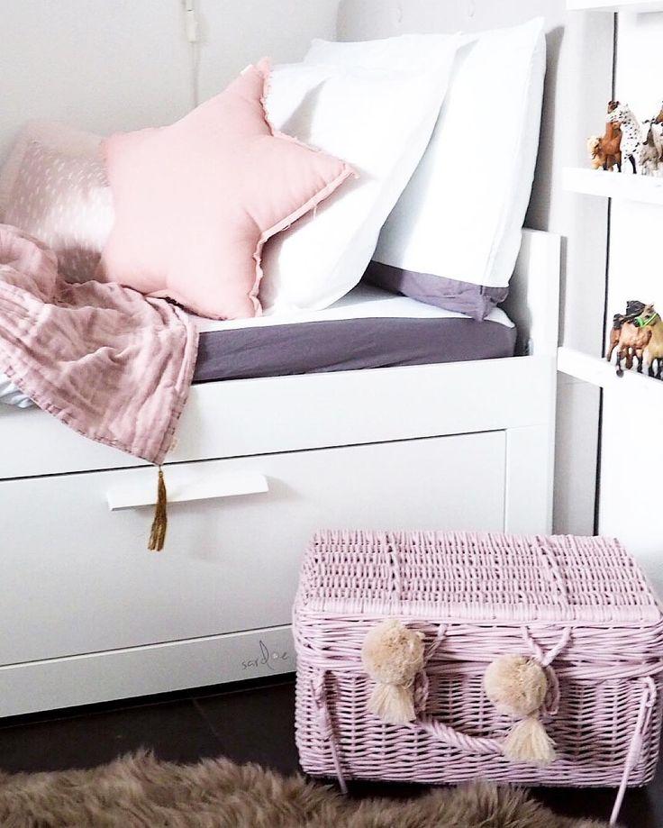 #mädchenzimmer #Girlsroom #girlsroomdecor #unicorn #einhorn #kinderzimmer #numero74 #schleich #aufbewahrung #Bett #Mädchen #Girls #Bed #ikea #brimnes #stern #star #bastkorb #rattankorb #rattankoffer #altrosa # rosa