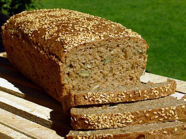 Si te gusta tener dentro de tus comidas el pan integral, puede salirte mejor tener uno menos procesado, por eso aprende a hacer pan integral en casa con esta receta. El pan integral es ideal para complementar desayunos. LEER MÁS:Pan integral al estilo de una ensalada caprese Vas a necesitar lo si…