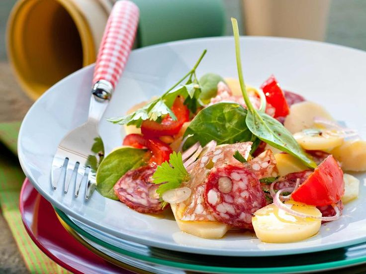 Découvrez la recette Salade au saucisson sec sur cuisineactuelle.fr.
