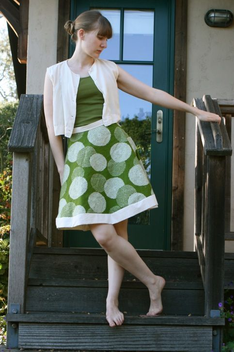 Love this skirt tutorial....also love skirts for hot summer days.  Think I need to make one, as summer is coming.