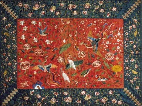 자수 왕비방석. 자수박물관 소장. 한국민족문화대백과사전 사진(embroidery cushion cover for queen)