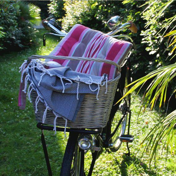 1000 id es propos de paniers suspendre sur pinterest foug res suspendues jardins. Black Bedroom Furniture Sets. Home Design Ideas