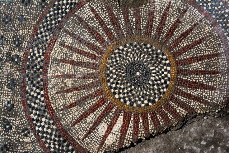 mosaïque romaine découverte à Uzès © © Denis Gliksman, Inrap