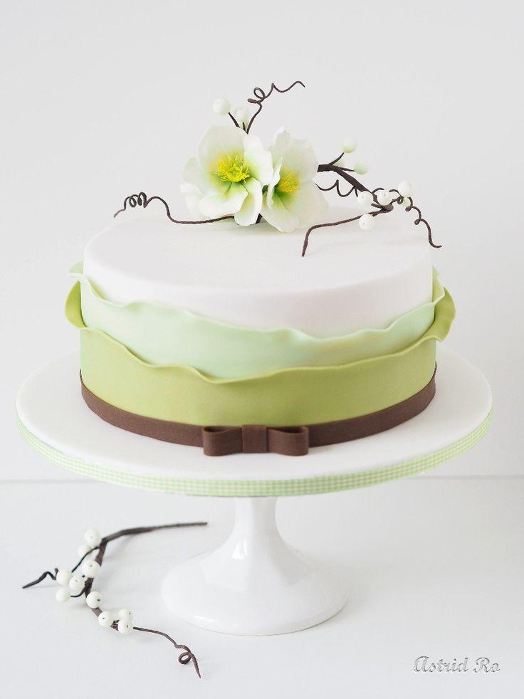 Geburtstagstorte mit Christrosen und Beeren - Birthday cake with hellebores and berries - Astrid Ro's Werkstatt