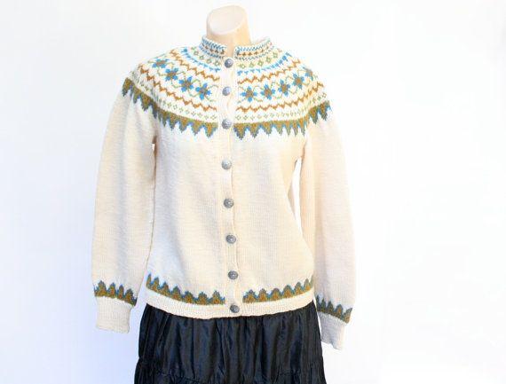 Label: Kløverhuset, knitted by hand. vintage 1960's Klover Huset Norway Norwegian winter wool wisteria  hand knit cardigan sweater M/L