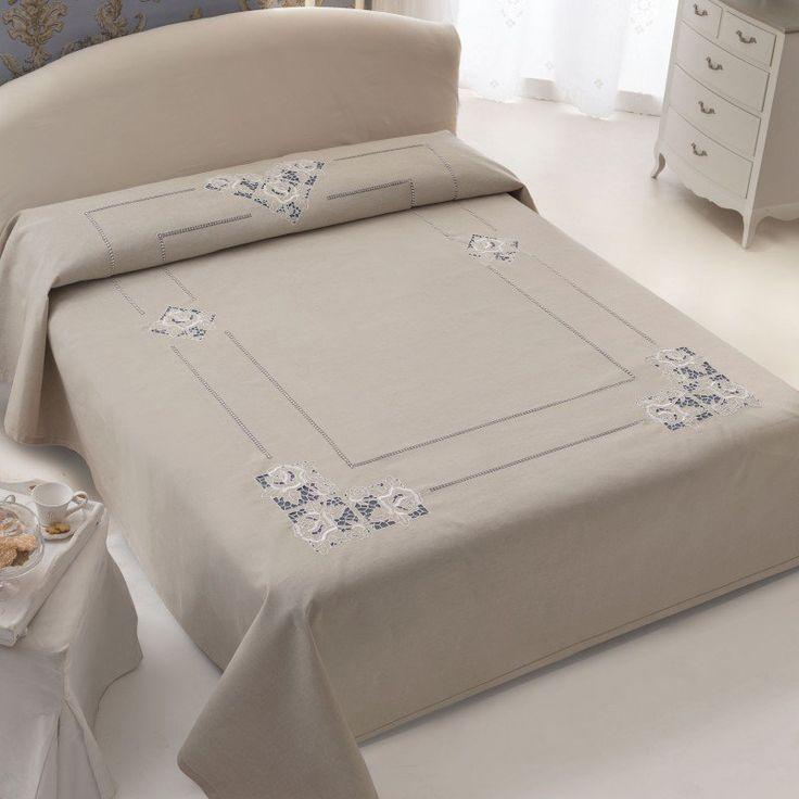 Copriletto, Misto Lino Disegnato - Misto lino greggio disegnato per realizzare il copriletto matrimoniale ricamato ad intaglio con motivo fiori.