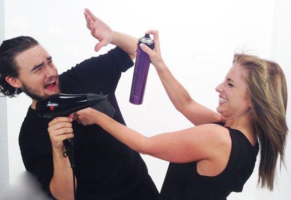 """Sara Ruesga y su ayudante Perico nos conquistan desde COSMOTV con su programa """"Laca&Tijeras"""" en el que vamos a disfrutar de los mejores cambios de look y lo vamos a averiguar todo sobre el cuidado y las posibilidades de nuestro pelo. La peluquería, como nunca la habías visto.¡No te lo pierdas!  http://www.mujerespacio.com/sara-ruesga-belleza/sara-ruesga-nuestra-experta-en-peluqueria-y-belleza-estrena-laca-tijeras-en-cosmotv/"""