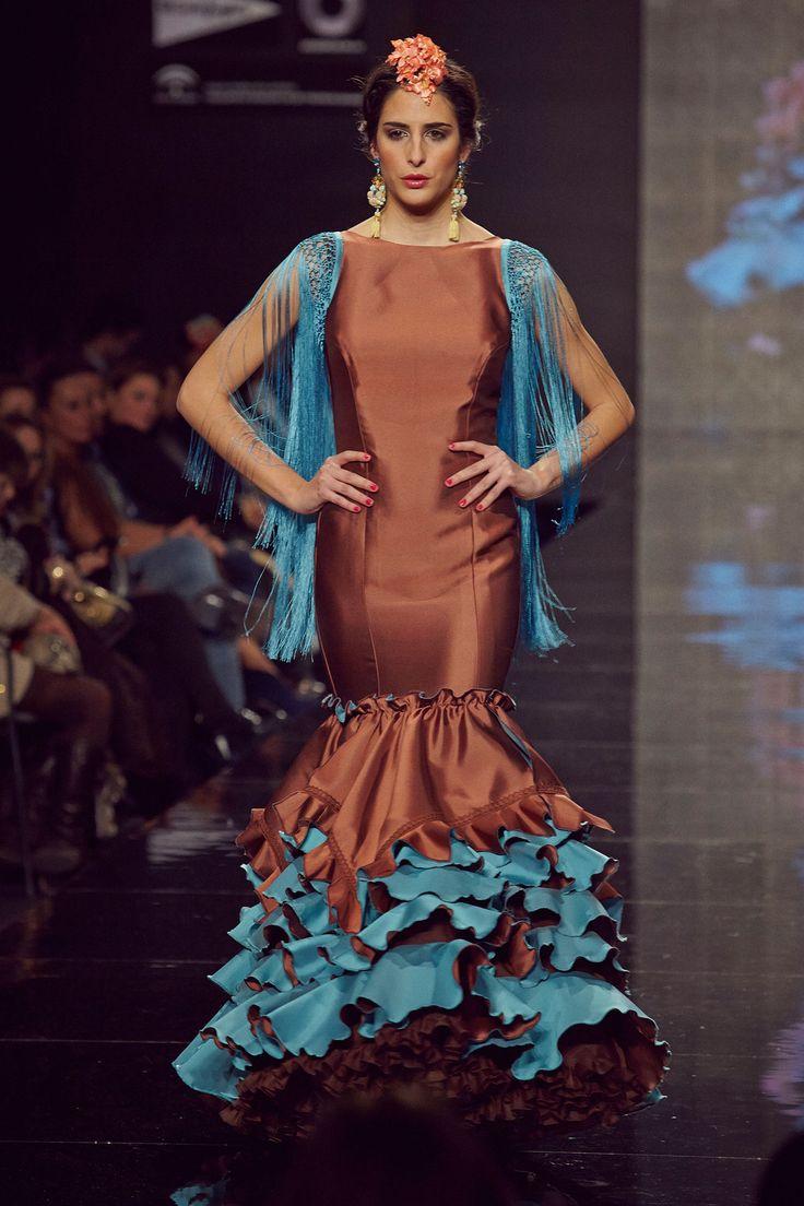 Treje de #flamenca para la #feria de #sevilla en seda marrón y turquesa. Flecos hechos a mano en los hombros.