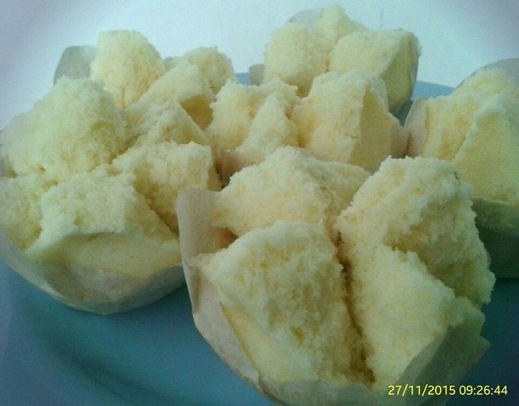 Steamed cup cake (bolu kukus mekar)  8 cup cake ●100 gr flour ●80 gr sugar ●1 egg ●60 ml soda water ●1/2 tsp ovalete ●●● beat all together 2 minutes &  steam 10 minutes. So soft and fluffy