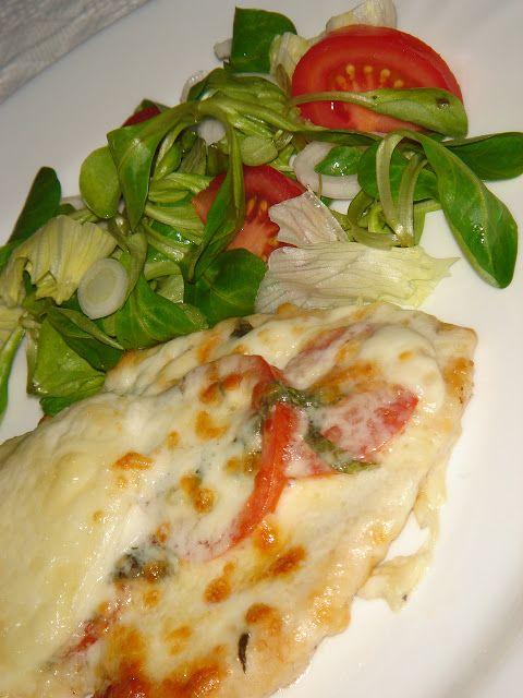 Nem vagyok mesterszakács: Csirkemell steak olaszosan – paradicsommal, bazsalikommal, (bivaly)mozzarellával sütve. Karcsúsítás élvezettel!