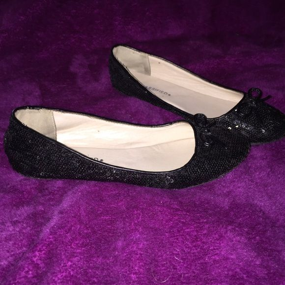 Cute black sparkle flats Previously worn black sparkle flats size 6.5 still in good shape Classified Shoes Flats & Loafers