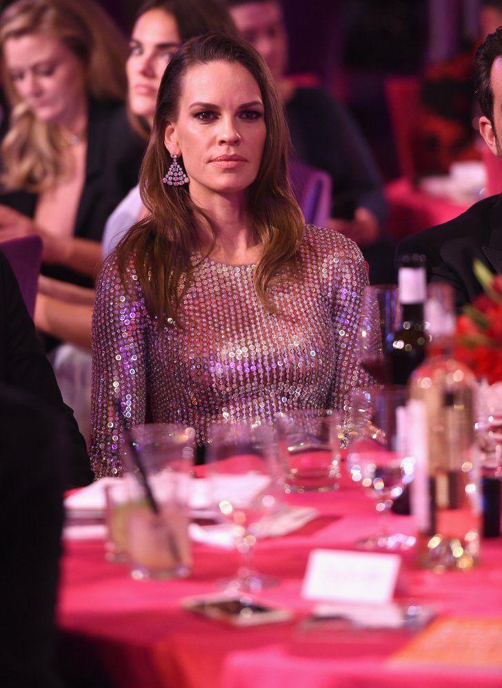 Pin for Later: Les Stars S'éclatent à la Soirée Organisée Par Elton John Pour les Oscars Hilary Swank