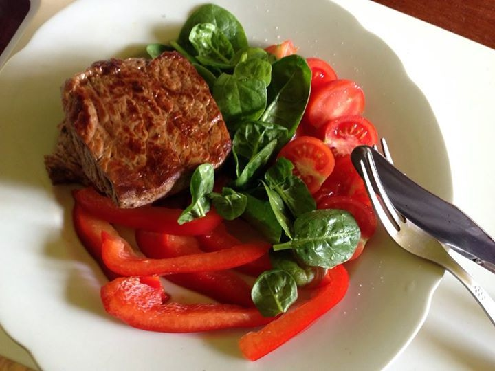 Scarsdale diet, day 7: Steak, spinach, pepper bells and cherry tomatoes.