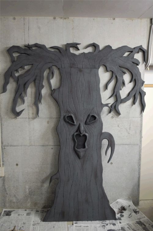 How to make a Spooky Halloween Tree. You can make the base out of any of these items: foam insulation boards, card board, or wood boards
