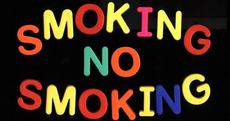 ¿Cuáles son las ventajas de la prohibición de fumar en sitios públicos en los Estados Unidos?. Las prohibiciones del cigarrillo (smoking bans en inglés) son leyes que no permiten fumar en lugares públicos como restaurantes, bares, oficinas, escuelas, hospitales y centros comerciales. Estas prohibiciones benefician al consumidor de tabaco lo mismo que a las personas que reciben humo de segunda mano. Los estudios y las investigaciones en las ...