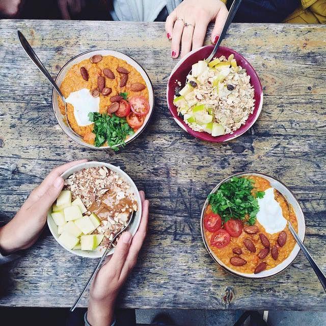Inspirationsbillede til Food Festivals pop-up-restaurant 2015, hvor temaet var grød! Man kan godt have en tendens til at forbinde grød med noget kedeligt, men grød kan nemt piftes op til en utrolig lækker ret. Tilsæt ristede nødder, hakkede æbler og lidt kardemomme sirup - BUM - så der serveret! #foodfestival15 #restaurantday #popuprestaurant #madhyldest #aarhus @foodfestivalofficial #grødtema
