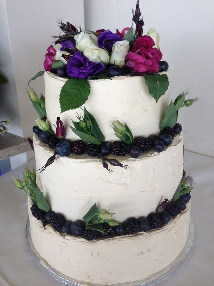 vanilla madeira in three layers with vanilla buttercream and fresh flowers - treacle&co