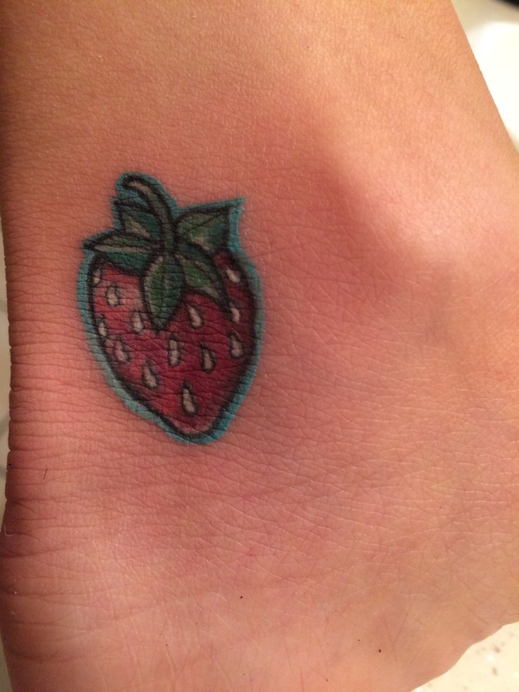 1000 ideas about strawberry tattoo on pinterest tattoos watermelon tattoo and fruit tattoo. Black Bedroom Furniture Sets. Home Design Ideas