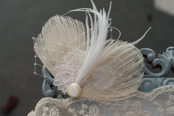 Peacock Feather Bridal Fascinator - Bridal Hair Piece - Feather Fascinator Ivory - Peacock Hair Clip with Lace PURE - vintage modern pretty 30€