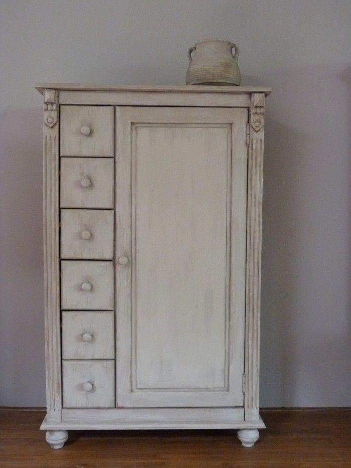 Prachtige kast. Deze spekkast is geschilderd met krijtverf van Annie Sloan in de kleur Country Grey door NieuwOud