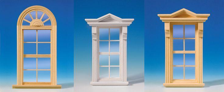 Unter uns gesagt: hier blicken wir auf eine stolze Fensterauswahl! Die MINI MUNDUS Welt macht es möglich! Kleines und feines Detail: Alle Bauelemente bestehen aus Naturholz und werden fertig montiert geliefert, viele Fenster sind bereits weiß lackiert und müssen nicht mehr nachbehandelt werden.  Die Scheiben der Fenster und Türen sind aus echtem Glas. So sind sie kratzfest wie ihre großen Vorbilder und gut zu reinigen. Im Gegensatz zu Kunststoffscheiben ziehen sie keinen Staub an.