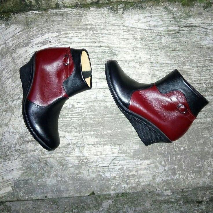 #SepatuKulit #Boots Wanita by #SMO  READY!!!ukuran 39 Price: IDR250K GRAB IT FAST!!! Selamat beraktifitas... untuk po kurleb 2mgu  WA: 081287980801 BBM: D6D5E24A  #SepatuKulitAsli #SepatuBoots #SepatuCewek #BootsCewek #SepatuMagetan #JualSepatu #SepatuMurah #SepatuAkhwat #HiddenHeels #SepatuCustom #SepatuKantor #SepatuOriginal #SepatuKulitAsli #Shoes #BootsShoes #WomensShoes #LeatherCraft #LeatherShoes #Footwear #HandMadeShoes #SepatuMooID