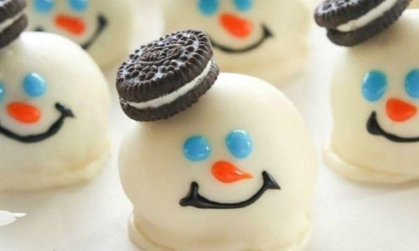 Εύκολα χριστουγεννιάτικα μπισκοτο-τρουφάκια χιονάνθρωποι (εικόνες βήμα-βήμα)