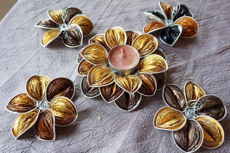 marque place, bougeoir, centre de table , fleur capsules café nespresso original Noel Doré,or, vert : Cuisine et service de table par cococapsules