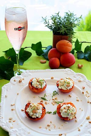 Alter Gusto | Abricots grillés, fromage frais de brebis à l'estragon & noix de cajou - Aperitivo by Martini -