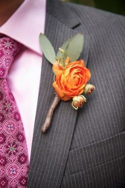 I been seeing these big awesome boutonnières!!! And I totally dig them!!! I've seen even better ones in mags I been looking at!!