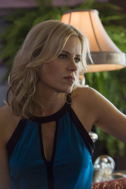 Kim Dickens in Sons of Anarchy - WHORELETTE....I do not like this woman.