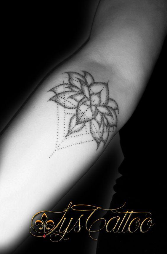 Populaire Les 25 meilleures idées de la catégorie Tatouage fleur de lys sur  BI14