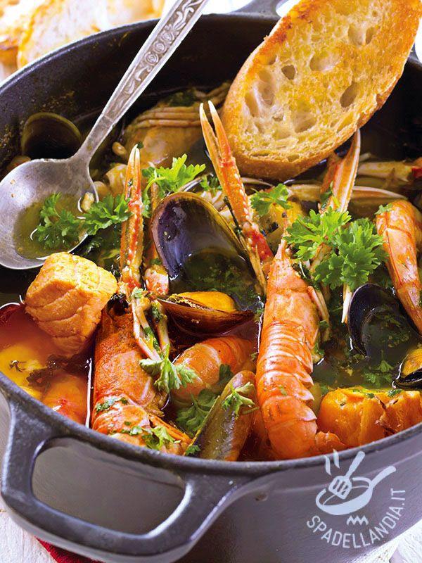 Zuppa di pesce veloce: una minestra che porta in tavola tutto il gusto del mare, ricchissima in sali minerali e preziosi nutrienti.