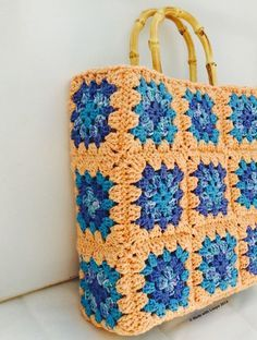 Granny square #crochet canvas tote free pattern from Made With Loops