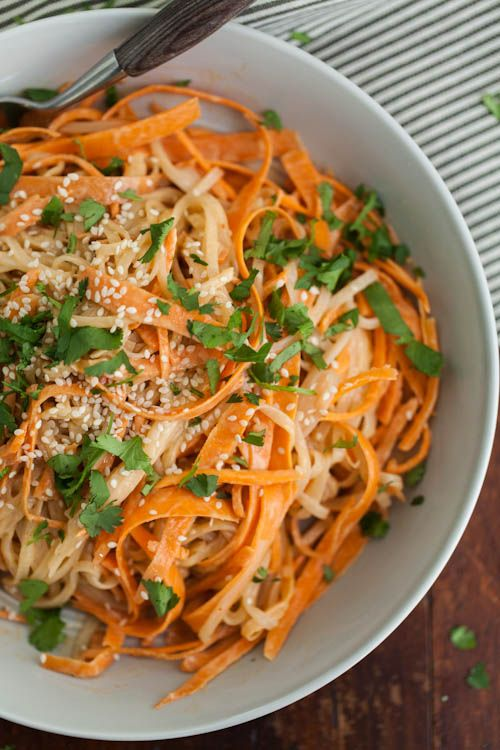 Carrot Rice Noodle Bowl with Tahini-Sriracha Sauce — this #vegetarian #recipe can also easily be made #vegan by subbing agave for the honey!