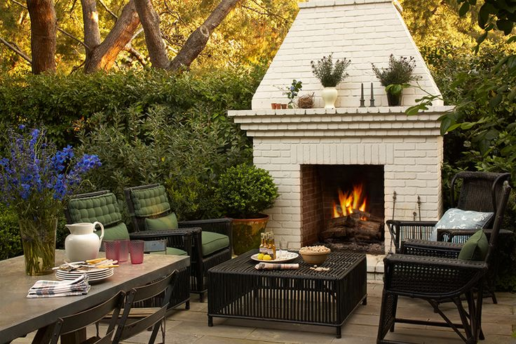 Love outdoor fireplaces.  Too bad I live in NYC