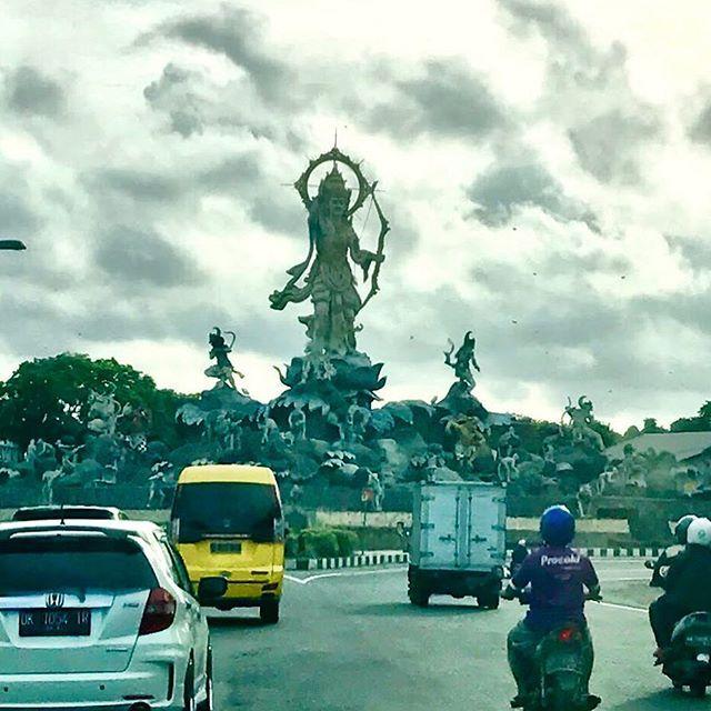Titi Banda sculpture near Sanur Beach #indonesiasculpture #denpasar #denpasarbali #explorebali #balilife #sculpture #sanurbali #titibanda #titibandastatue #balilife🌴 #baliguide #balinese