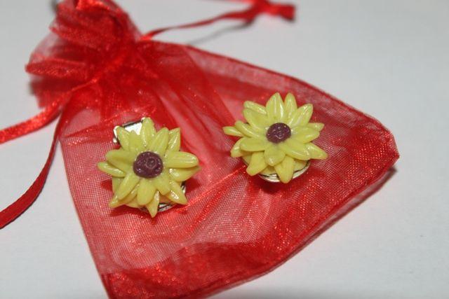 Bijuterii handmade din portelan: 68.Cercei din flori de floarea soarelui,lucrati manual din portelan rece,pret 20 ron+taxa de transport.